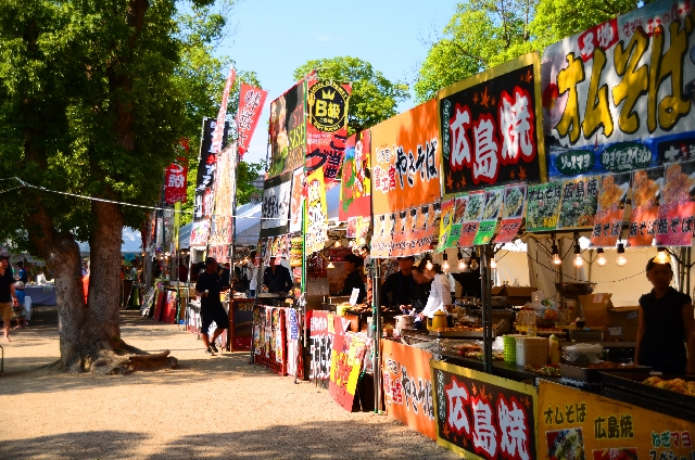 Food-Stands-at-Summer-Festival-in-Japan