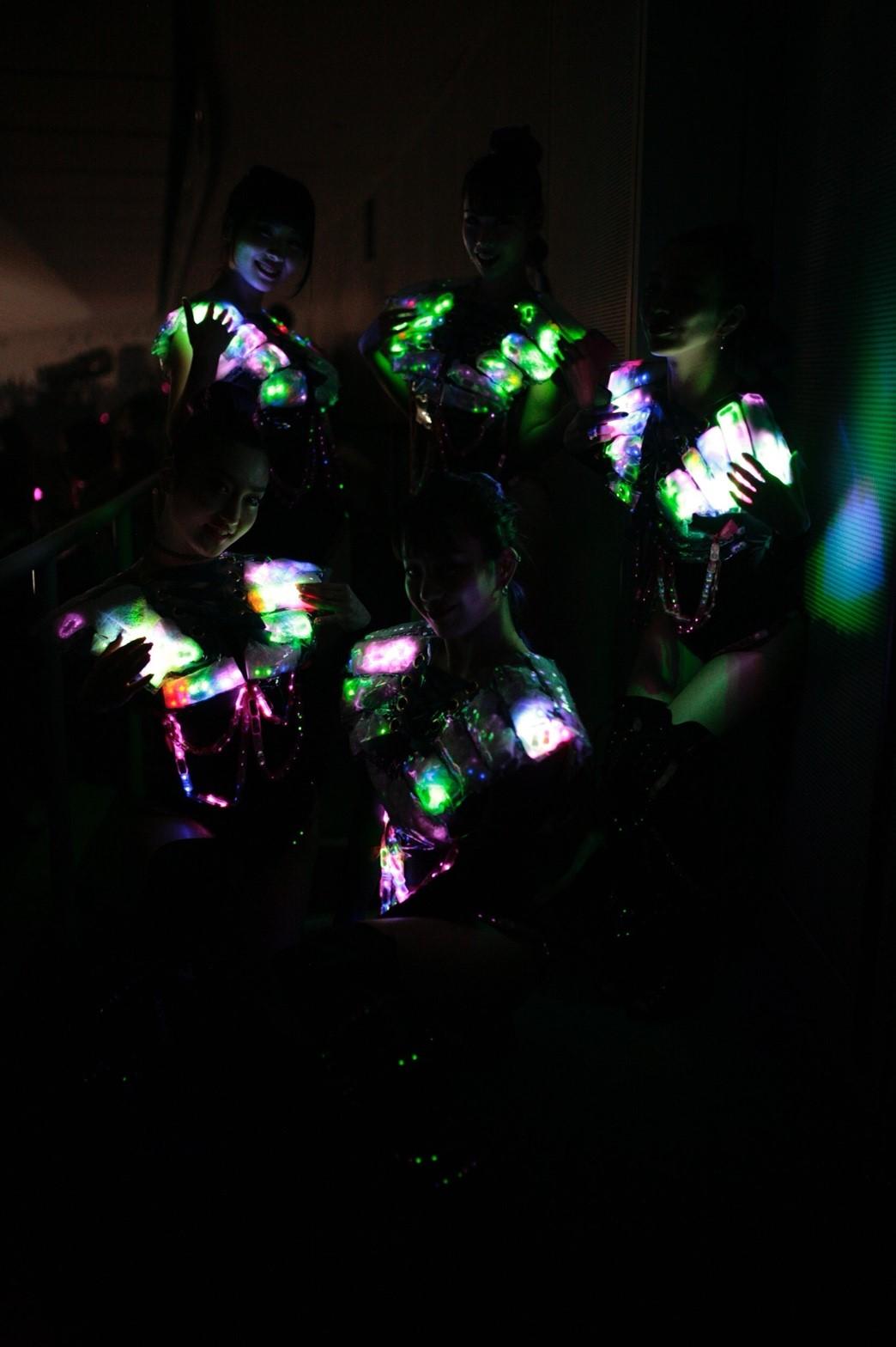Neon dancers0331_180402_0005