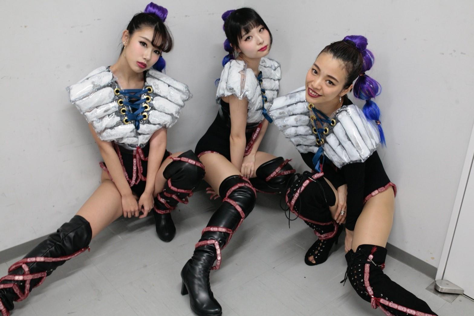 Neon dancers0331_180402_0034