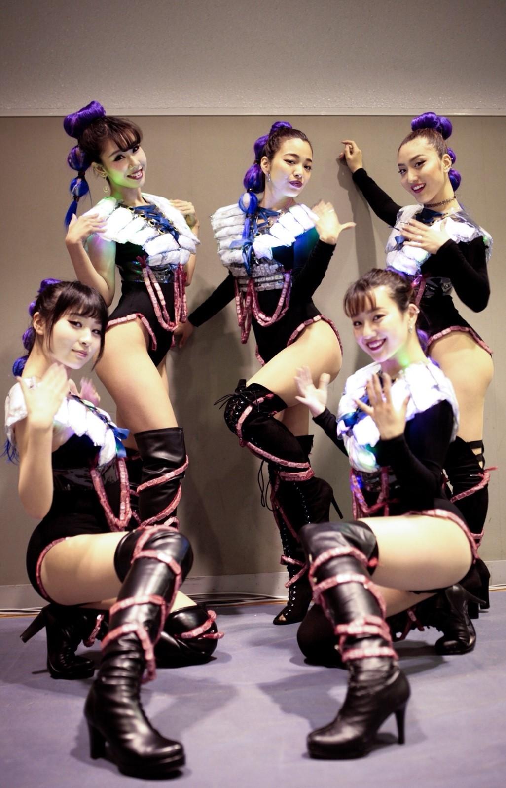 Neon dancers0331_180402_0043